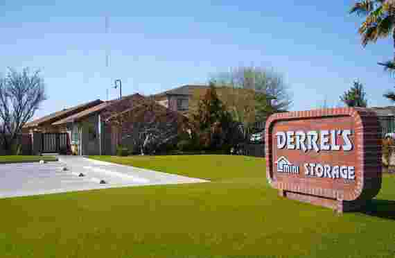 Front sign and entrance of Derrels at 750 N Fowler Ave, Clovis, CA