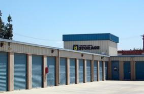 Storage Units Santa Clarita/26825 Oak Avenue