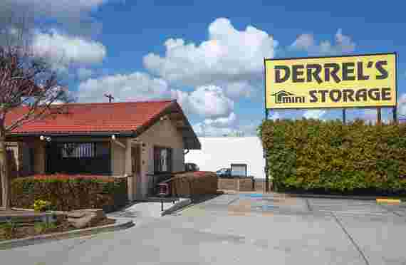 Front office and signage of Derrels at 1385 N Maple Ave