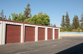 Storage Units Fresno/2633 W Shaw Ave