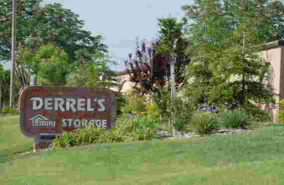 Sign in front of Derrels at 6625 Wible Rd, Bakersfield, CA
