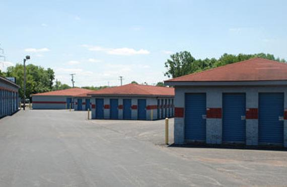 Storage Units Jeffersonville/2515 East 10th Street