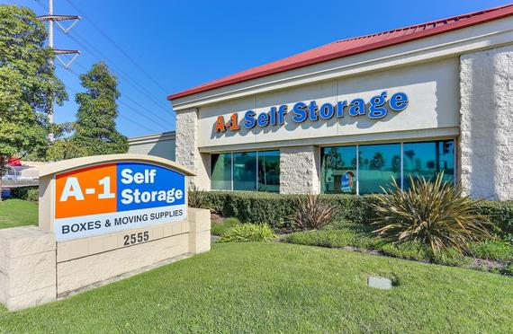 Storage Units Santa Ana/2555 S Main St